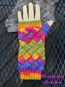 entrelac-rainbow-mitts_medium_id-483005