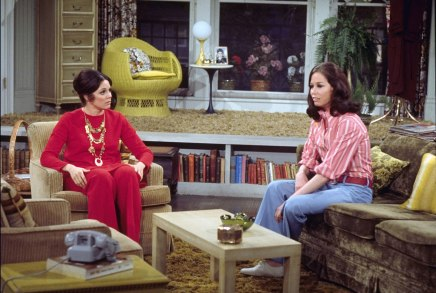 LOS ANGELES - JANUARY 1: Valerie Harper as Rhoda Morgenstern and Mary Tyler Moore as Mary Richards from the 1970s CBS television situation comedy series THE MARY TYLER MOORE SHOW. (Photo by CBS via Getty Images)