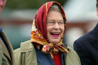 queen-pranks-tourist