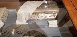 Ida's gloves & glove box